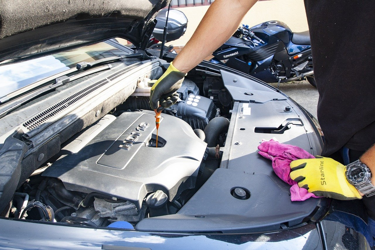 5 Signs You May Need to Change the Oil in Your Vehicle Now