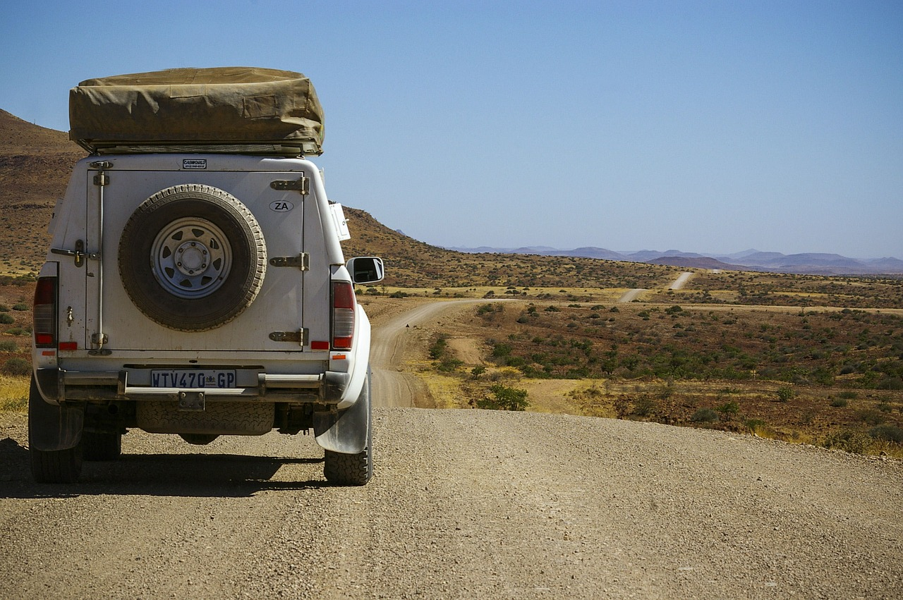 Follow These 7 Tips to Stay Safe While Driving on Unpaved Roads